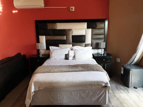 Hotels near Limpopo (THY) Airport with Free Shuttle