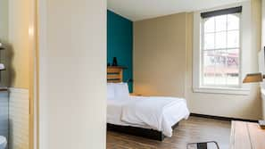 Blackout drapes, free WiFi, bed sheets