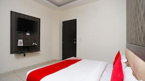 Blackout curtains, free WiFi, bed sheets
