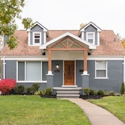 Elegant Large Home With Modern Amenities for 10 in N. Royal Oak Near Birmingham!