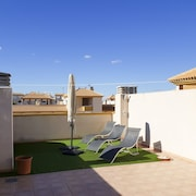 Ap. Elisa: Modern Penthouse, 2 Bedrooms / 1bathroom With Roof Terrace!
