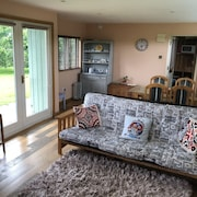Rural Self-catering Lodge.south-facing sun Deck, Garden, Views Over Open Fields