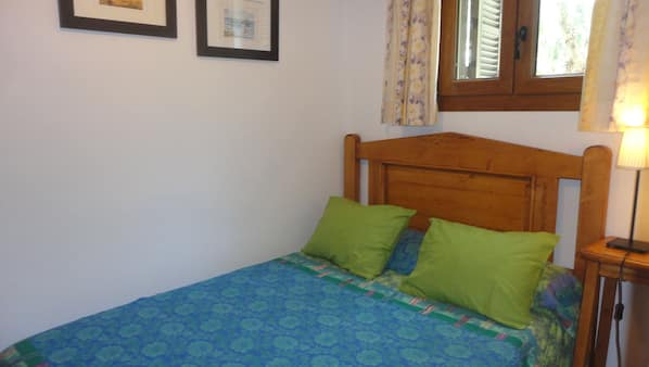 2 bedrooms, iron/ironing board, cots/infant beds, Internet