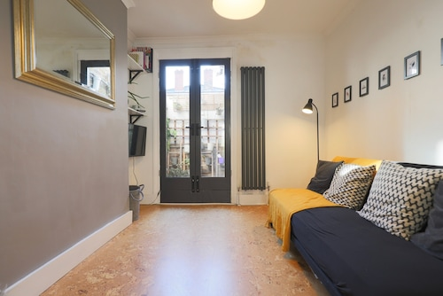Cosy Flat in Great Location by Station