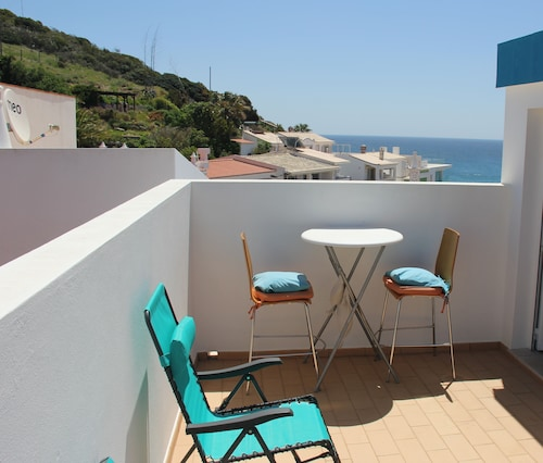 Sea View Townhouse in Salema