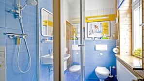Dusche, Haartrockner, Handtücher, Seife