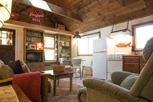 Relax in our Quiet, Cozy Cabin on Lake Wissota!