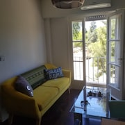 Chic Super Cozy Apt. Polo Field View. Walk to Everything Within 2 Minutes