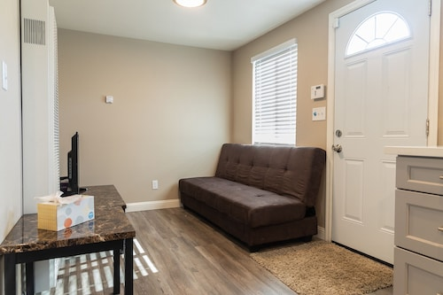 Cozy 1-bedroom in Richmond, 40 Minutes to SF