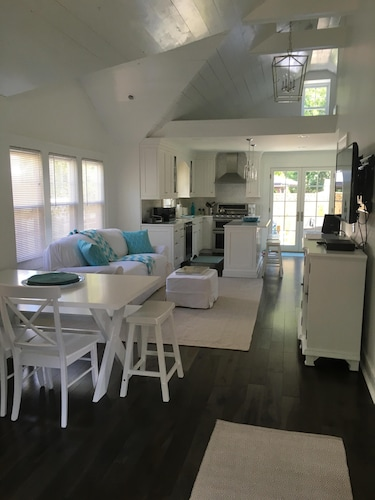 Beautiful 2 Bedroom 1 Bath Cottage Located in Avon 4 Blocks to the Beach