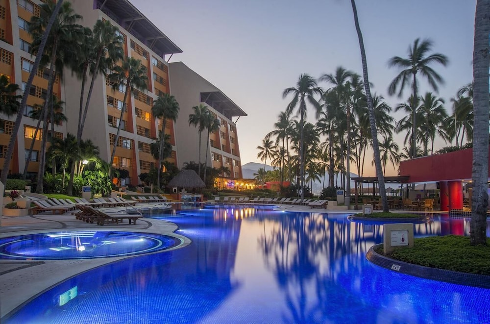 Pool, Club Regina Puerto Vallarta With Great Views and Right on the Beach