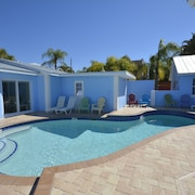 Brand New! Luxury King Villa #1 Pool Walk to Beach Xmas 30% OFF