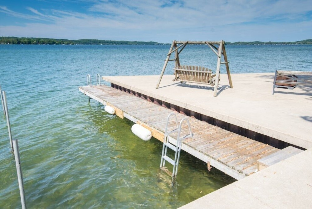 Waterfront Condo On Portage Lake: 2019 Room Prices , Deals