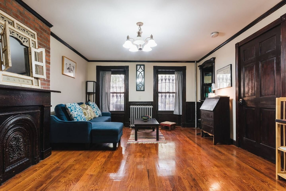 Large 1 Bedroom Brownstone Apartment in Brooklyn in New York ...