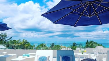 4BR, Ocean view from Roof Terrace, Amazing Pool Pavilion, Seven Mile Beach