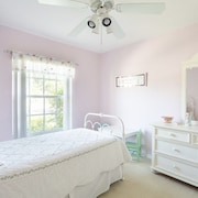 Serene & Attractive Pool Home Ideal Location - Gulf Beaches, Restaurants, Shops