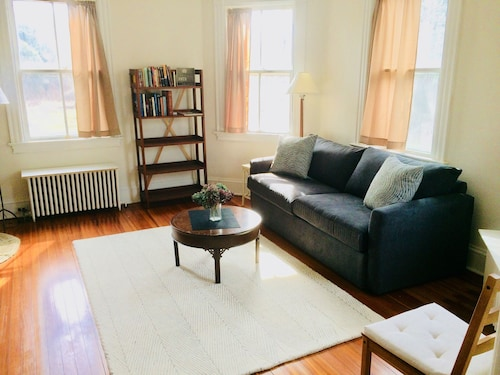 Comfortable Living in Casual 100 yr old Home, 10 min Walk to Stonington Village