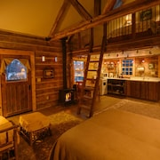 Cozy, Rustic Cabins Near Chico Hot Springs & Only 35 Mins to Yellowstone Park!!
