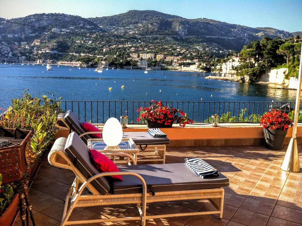 Balcony, 1 Bdrm apt + 100m² Private Terrace on the sea Bay of Cap Ferrat