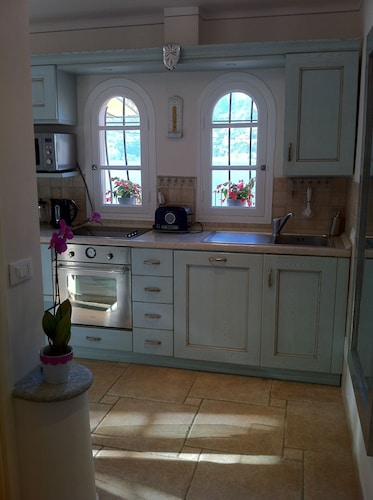 Private Kitchen, 1 Bdrm apt + 100m² Private Terrace on the sea Bay of Cap Ferrat