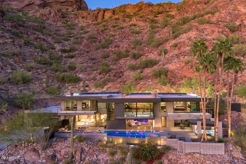 Camelback Luxury Best Location in Old Town! Views of Downtown Phoenix! Modern!