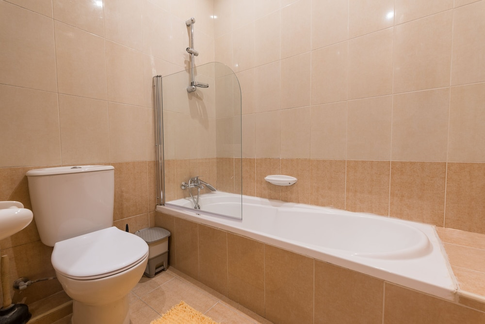 Bathroom, Msida two-bedroom apartment