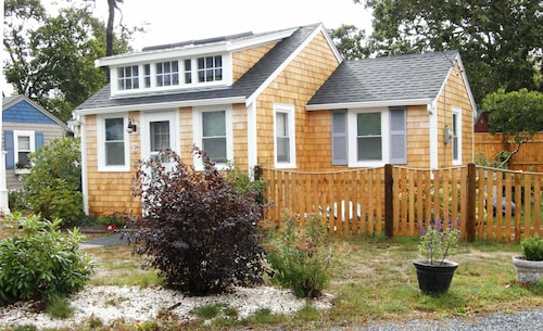 Peaceful 2 Bdrm Cottage Wifi A/C Ingrd Pool & Walk To Beach!