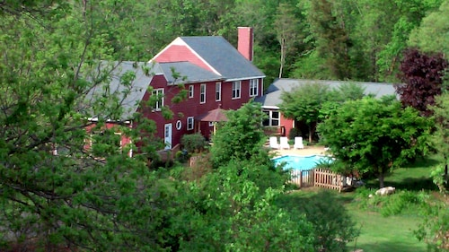 Hidden Hollow Farm - Pool; Game Rm; Vineyards; 45 Min. to DC, Riverwalk & Trails
