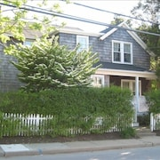 East Hampton Village Getaway - Right off Main Street