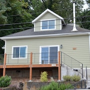 Located Downtown With Columbia River Views. Walk Everywhere!