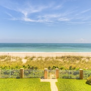 Oceanfront Duplex,pool,jacuzzi,putting Green,minutes From Downtown!