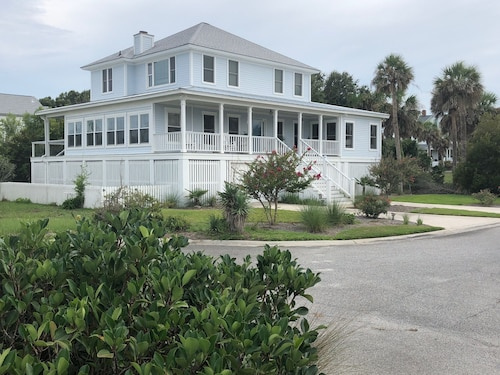 Gorgeous Ocean Views and Steps to Private Boardwalk!!