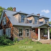 Charming, Private & Peaceful Waterfront Farmhouse, Studio and Camp