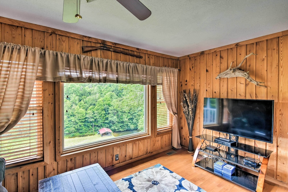 Room, Private Pet-friendly Castlewood Cabin W/pond Views
