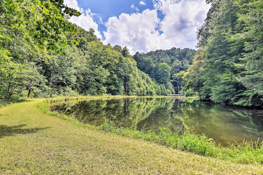 , Private Pet-friendly Castlewood Cabin W/pond Views