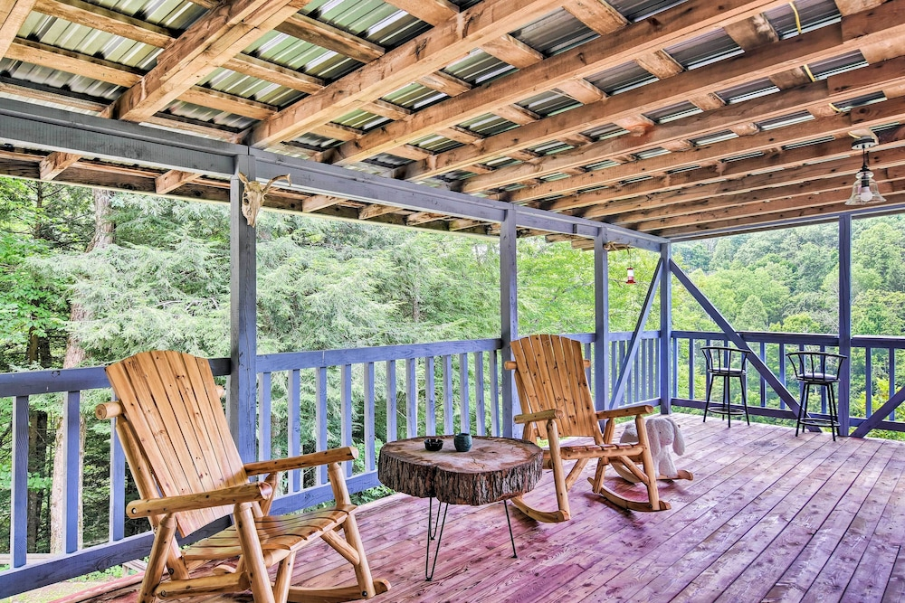 Balcony, Private Pet-friendly Castlewood Cabin W/pond Views