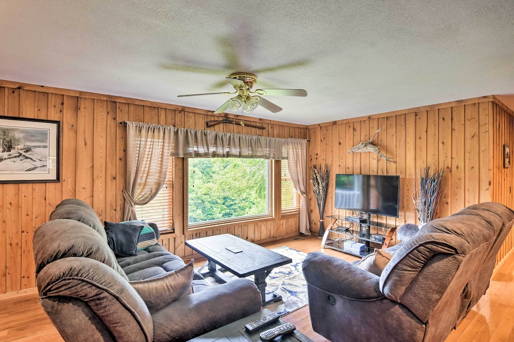 Living Room, Private Pet-friendly Castlewood Cabin W/pond Views