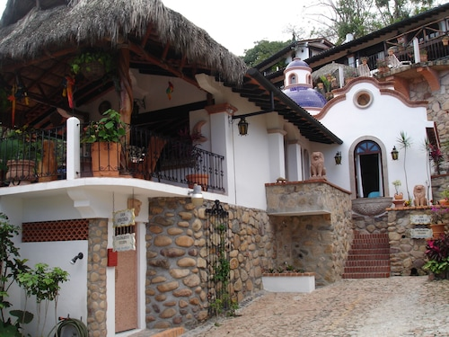 Beautiful Spanish Style Villa With Ocean View,100 Steps From the Beach