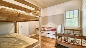 4 bedrooms, iron/ironing board, cribs/infant beds, Internet