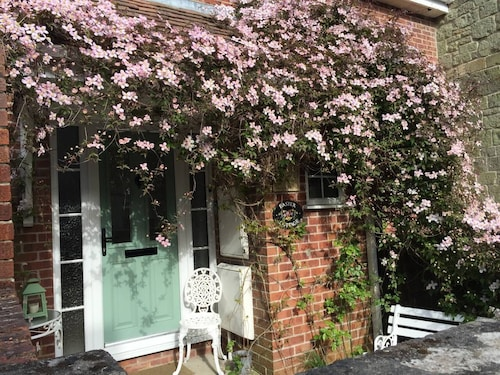 Pretty Cottage IN THE Heart OF Shaftesbury With Parking