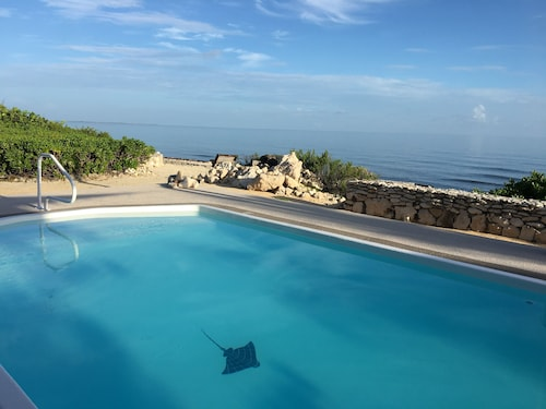 Contemporary Open House, Oceanfront, Private Pool, Sweet Sunsets