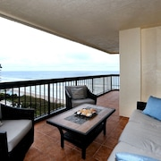 Beautiful Condo!! Right on the Beach! Amazing Views!!