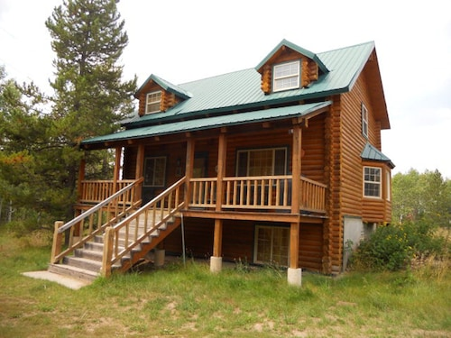 Shooting Star Lodge-sleeps 17, 10 Beds 3 Baths