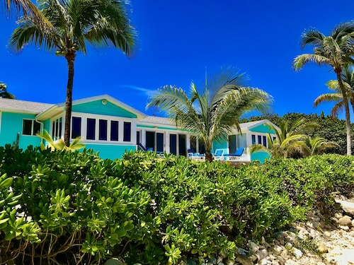 Beachcombers Paradise--awesome Sea Views!-beachfront Getaway!