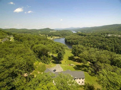 Vermont Estate With Spectacular Mountain&river Views Near Dartmouth