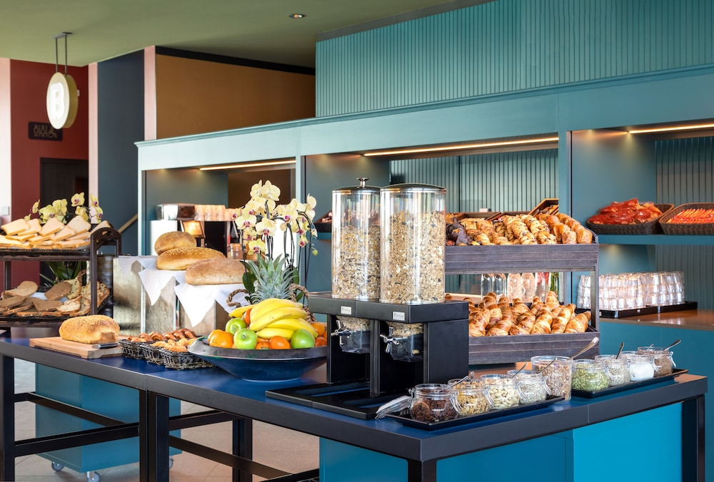 Breakfast buffet, Olympic Hotel