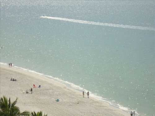 Sea Chase Vanderbilt Beachfront Condo 5 Star Rated