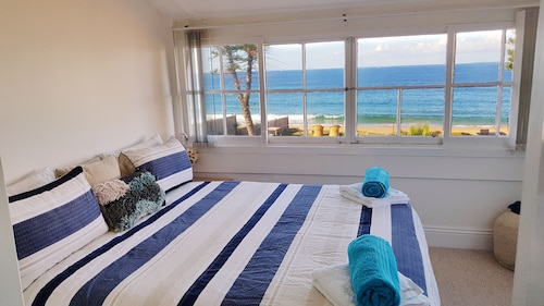 Dolphin & Whale Watching Seaview Escape With Beachfront Access