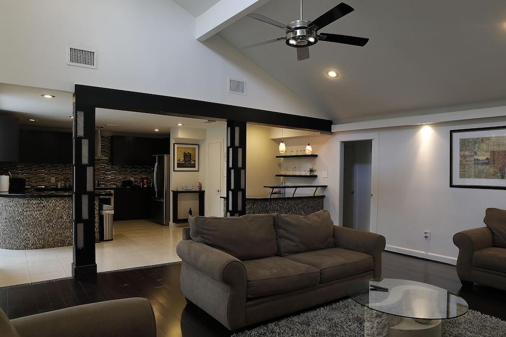Beautiful Cozy Sweet Home In Houston