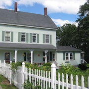 Green Gables: Charming Cottage and Grounds Near the Waterfront